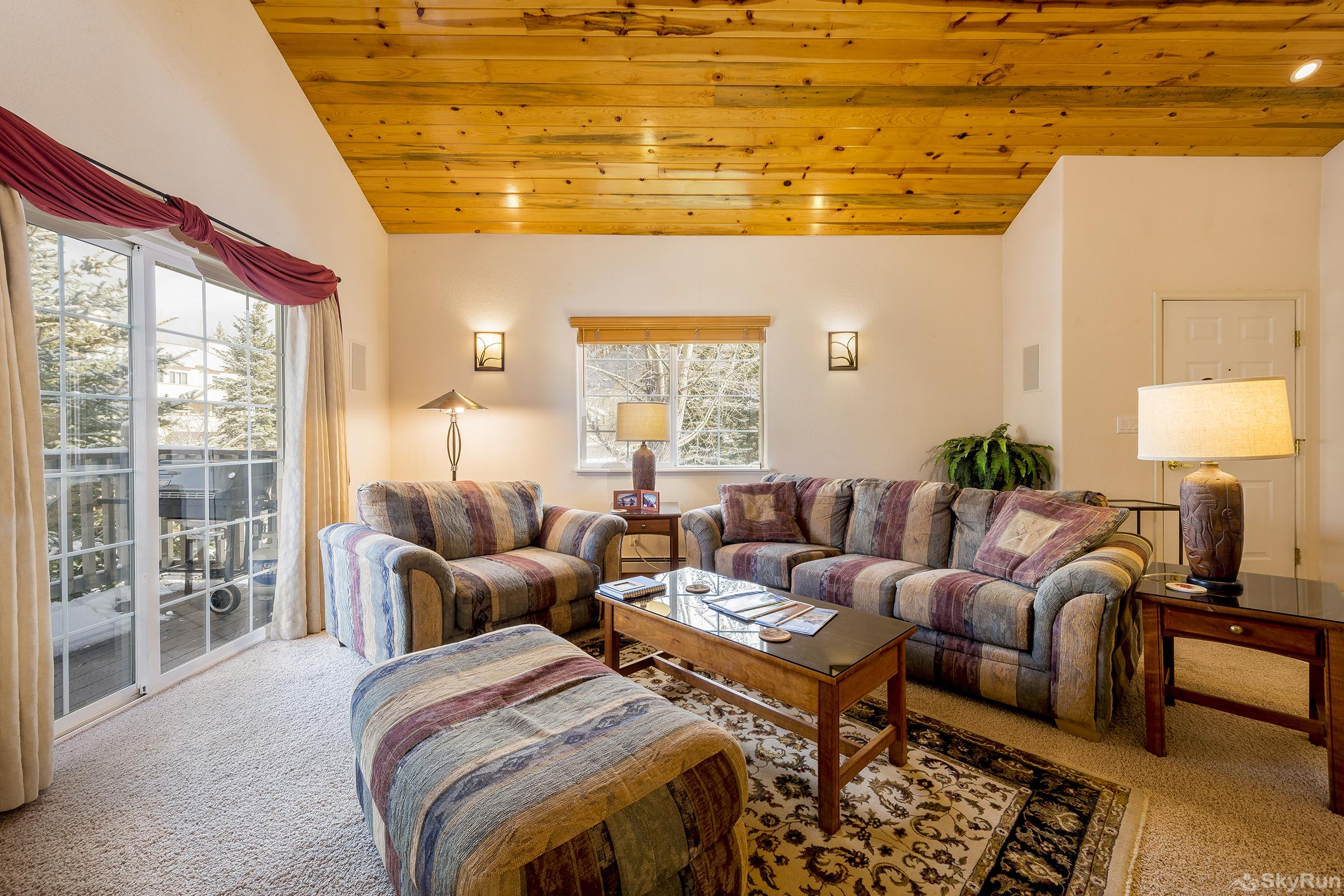 Villas 1450 Cozy living room with balcony that has mountain views!