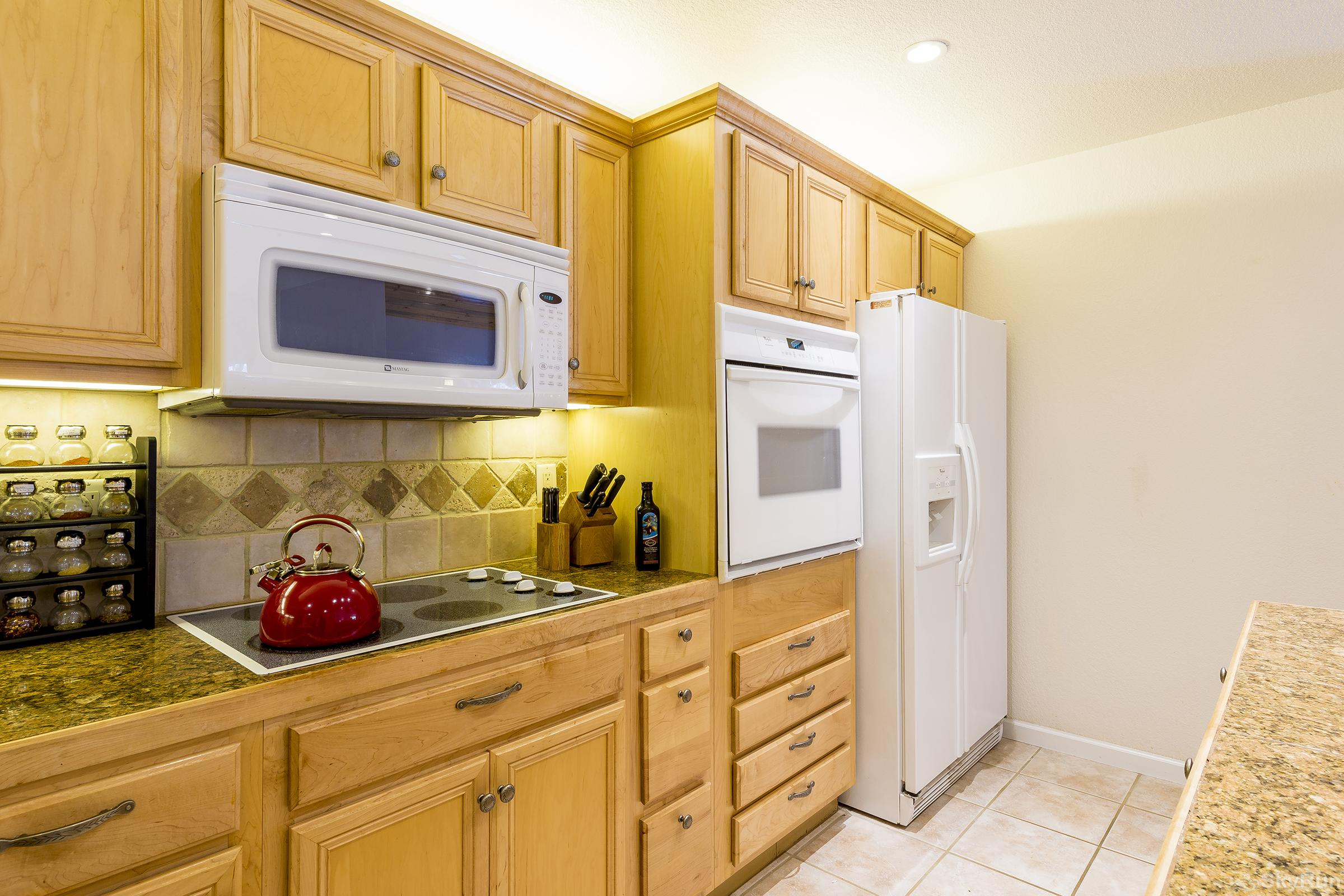 Villas 1450 Nicely stocked kitchen