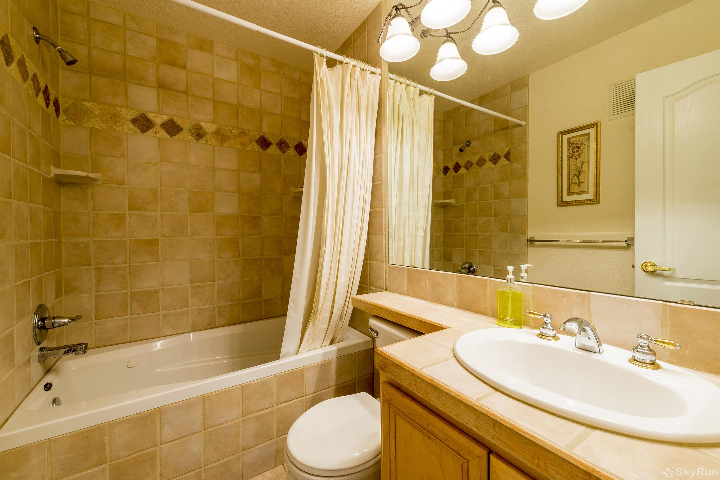 Villas 1450 Hallway Bathroom with Jetted tub