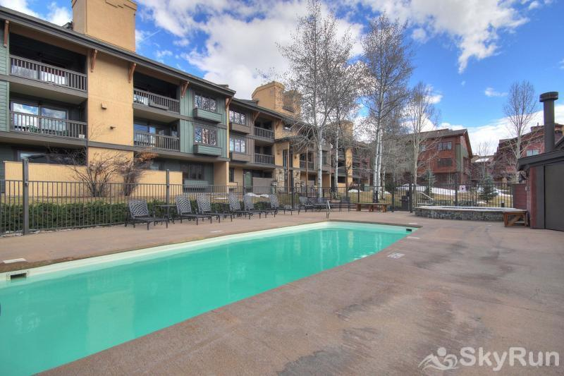 Phoenix 118 You'll have access to an outdoor heated swimming pool and 2 hot tubs.