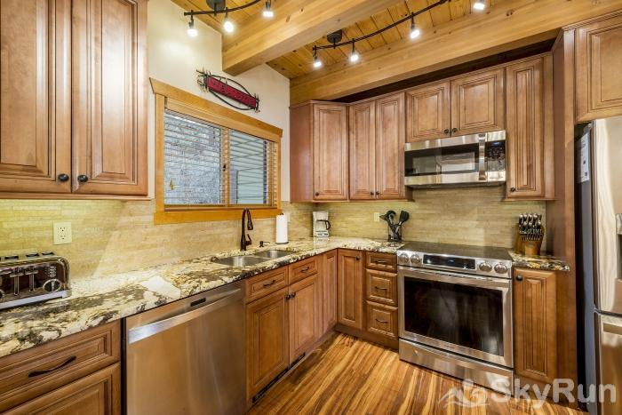 Waterford 10 Fully stocked kitchen with granite counters, pantry, new cabinets & appliances